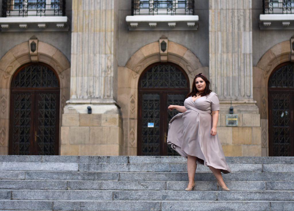 sukienka plus size moda catalina beż